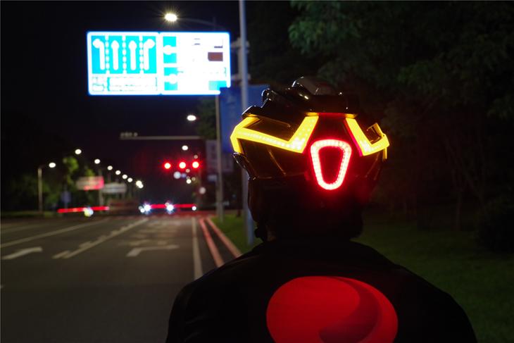 Шлем MagicShine MJ-898 с фонарем, маячком и указателями поворота